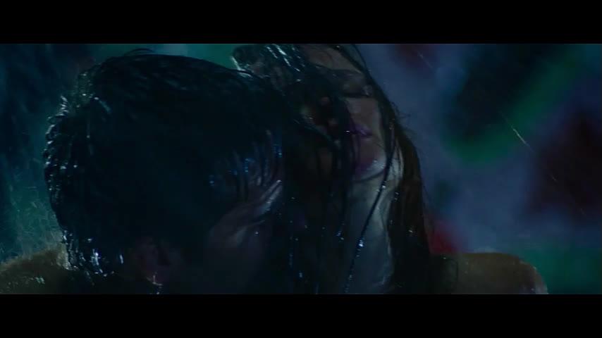 Порно в дождь на остановке, порно групповой с девушкой домашнее