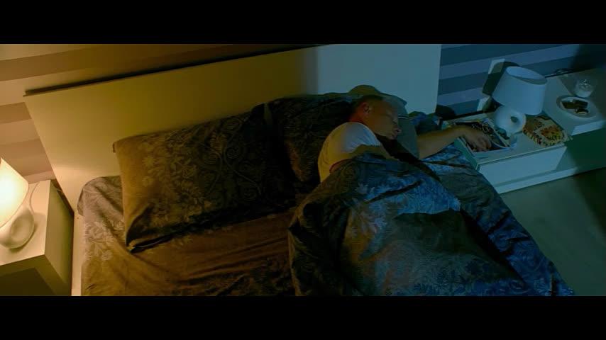 Пока пьяный муж спит парень трахает его жена — pic 14